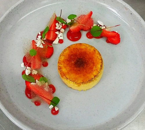 Burnt cream, gariguette strawberry, red vein sorrel